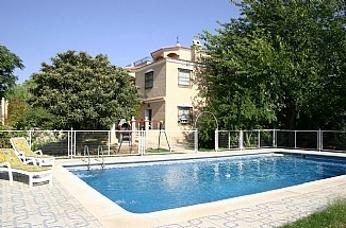 Villa with Pool & Tennis Courts